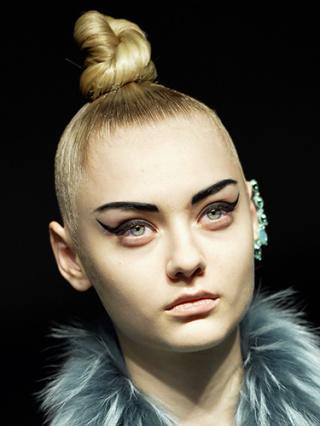 53d34586c16f0_-_jean-paul-gaultier-makeup-hair-aw14-lgn