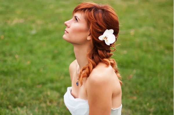 bride with flower hair