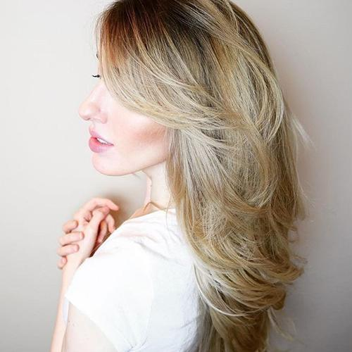 Woman with bronde hairstyle